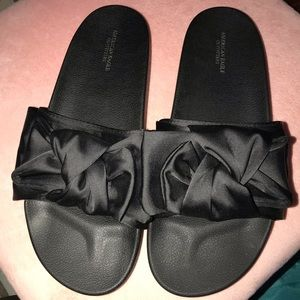 American Eagle Black Bow Slides